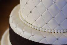 BLACK & WHITE CAKE INSPO