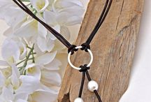 collares perlas cuero