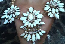 Collier plastron by Dabchy <3 / Un bel accessoire ça change tout !  Allez sur le site et adoptez un look féminin et coloré avec un beau collier plastron <3