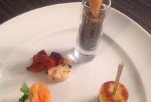 Antipasti / Cornet farci à la mousse de chou fleur et Oeufs de hareng, cake aux olives et tomates confites, rose de saumon fumé à la mousse de raifort, dampfnudle de foie gras de canard et balsamique