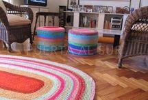 Crochet y dos agujas... tejidos que decoran / PUERTA AL SUR, tejidos que decoran tus espacios. Confeccionamos todos nuestros productos en forma personalizada, es decir que podes seleccionar los colores, la combinación de los mismos y definir el tamaño de las piezas que elijas.