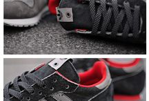 Hot Kicks! / Sneakers & Trainers