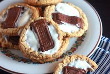 S'Mores / Various recipes for s'mores! #smores #recipes #sweettooth