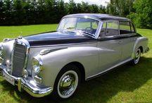Zabytkowe auta do ślubu / Przedstawiamy najpiękniejsze auta do ślubu, które będą dopełnieniem Waszej uroczystości. Inspiruj się: stare auta do ślubu, zabytkowe limuzyny.