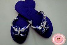 trançado de pérolas em sandálias