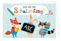 """Schulanfang mit dem Grätz Verlag / Mit der Designserie """"Tierischer Schulspaß"""" entwarf die Künstlerin Nastja Holtfreter tolle Produkte für die Einschulung. Aber auch unsere anderen Illustratoren haben sich Gedanken um die ABC-Schützen gemacht und tolle Designs entworfen! Stöbert doch einmal durch unser Schulsortiment: https://www.graetz-verlag.de/schulbedarf"""