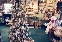 Christmas Decor / We have a large selection of beautiful Christmas home decor this year! If you see anything you like, let us know by emailing us at earabsteactsboutique@gmail.com or giving us a call at (714)996-3505! We ship!