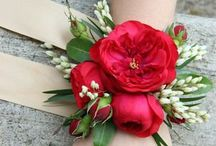 Corsages, boutonnieres, floral accessories / Floral details for spouses and guests       www.graceevent.net