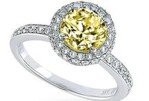Jewelry I love! / by Rhonda Halkowitz Green