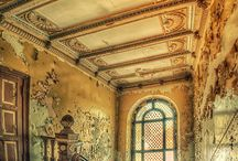 Old Interiors / Here are some beautiful abandoned building interiors.