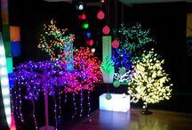ARBRES LEDS / Découvrez nos arbres lumineux leds... D'intérieurs ou d'extérieurs,nos arbres lumineux led se plieront à toutes vos exigences décoratives.  Ils sont conçus pour résister à tous les temps (grand froid,grande chaleur,pluie ou neige).  Ils ne demandent aucune attention : pas d'engrais ni taille printannière.  Des branches flexibles pour jouer avec les formes,différentes tailles,des couleurs pour apporter harmonie et relaxation.Ils attirent le regard et vous charment.