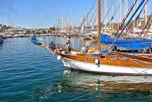 Crociera in Turchia / La voglia di acquistare questa imbarcazione, di solito viene dopo una crociera in caicco. Per molti la scoperta di questa imbarcazione è un'esperienza indimenticabile, tanto che al ritorno sognano di possederne una. Per questi viaggiatori che vogliono trasformare il sogno in realtà, Atlas Yachting offre ai suoi clienti un servizio di assistenza completa prima, durante e dopo l'acquisto.