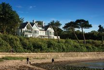 Co. Down Home / Colin and Barbara Barry had always wanted to self-build on a site with sea views, and when a large plot in Co Down completely open to the sea on three sides came up for sale, they didn't hesitate in taking this once-in-a-lifetime opportunity.