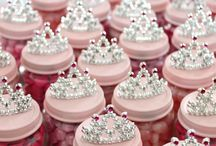 Queen / Princess 1st birthday themed party musts haves! / Everything fun and creative for a queen/ Princess themed birthday party!