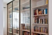 Biblioteka ze szklanymi frontami