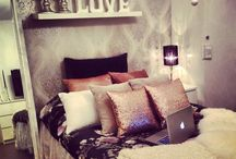 Bedroom Inspo / Paint colours, lighting, bed spreads & curtain ideas