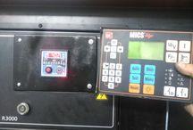 Reparación grupo electrógeno en Jerez / Reparación de grupo electrógeno en Jerez, este tenia problemas en el arranque automático, despues de realizar todas las comprobaciones el problema se detecta en la centralita del grupo electrógeno, esta se sustituye y se realiza un chequeo a todos los niveles y filtros para arrancarlo con seguridad, se procede a la puesta en marcha y se termina la reparación verificando el buen funcionamiento del grupo electrógeno.