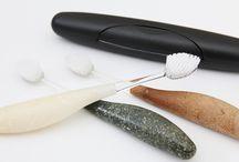 SOURCE / Wyprodukowana z naturalnych, biodegradowalnych materiałów. Rączka szczoteczki może służyć długie lata, wymieniaj tylko główkę szczoteczki.