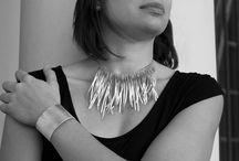 Fernanda Oliva: Mantén Tu Joyero a la Vanguardia / Fernanda Oliva es una diseñadora argentina que te da la alternativa perfecta para tus accesorios. Encuentra más información en: https://tendenciasjoyeria.com/fernanda-oliva-joyeria/