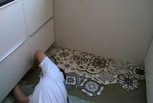 IKEA Keuken betegeld / Een IKEA Keuken betegeld, wand en vloer. Door Tegelzettersbedrijf J van Loenen.