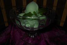 Przepisy na domowe lody / Pyszne lody, przyrządzone przez Ciebie samodzielnie, będą na pewno wielką atrakcją w domu. Takie lody są dużo lepsze i zdrowsze  niż kupne.