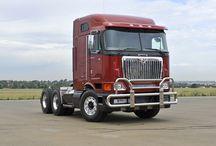 International Trucks / International 9800 Trucks
