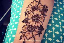 tatuaże i mehendi.
