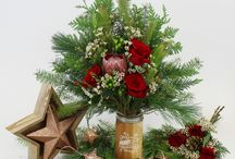 MERRY + BRIGHT : Christmas Flowers, Floral Arrangements, Gifts and More. / Friends, family and florals. Christmas inspired flowers, floral arrangements and gifts that are sure to make your holidays merry and bright.