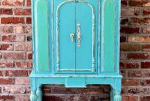 Muebles pintados / Painted furniture.