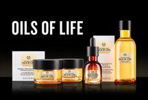 OILS OF LIFE / Sięgnij po Oils of Life, codzienną rewitalizującą linię dla skóry, która uzupełnia substancje odżywcze, odnawia blask i widocznie redukuje efekty starzenia. Każdy produkt z tej linii zawiera wyważoną mieszankę trzech nieprzeciętnych olejów, znanych ze swoich wyjątkowych właściwości regeneracyjnych i rewitalizujących skórę. Poznaj całą linię Oils of Life! / by The Body Shop Polska