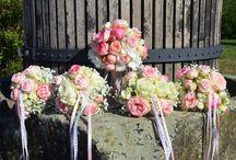 Brautjungfernstrauß / Auch die Brautjungfern wollen floristisch ausgestattet werden, daher findet Ihr in dieser Galerie eine Auswahl an Brautjungfernsträuße und -armbänder