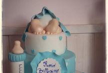 Torta Battesimo Maschietto / Un bambino..i piedini teneri e il suo culetto...Bavaglino, biberon, scarpine e un trenino ad hoc per festeggiare un Battesimo! #battesimo #torte #eventi #babyshower #biberon #pastadizucchero #saracino #bavaglino #culetto #cake #tortedecorate #castelliromani #laboratorio #celeste #pois #cuori #baby #party www.torteamorefantasia.com