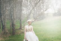 Country Glamour | Real Style Shoot / A mystical, fairytale-like country bridal style shoot with a muted palette of white and gold