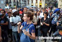 """Vendedores del """"top manta"""" africanos protestan ante Ayuntamiento de BCN / Los """"top manta"""" consideran que la actuación policial en los diferentes operativos en la ciudad ha violentado todas las normas legales por lo que piden a la Alcaldesa Ada Colau que tome cartas en el asunto.#elPeriodicoLatino #latinotv #lesterburton #PeriodicoLatino #latinatv #ÚltimaHora #revistalatina #ellaslatina #vistazolatino #elempresariolatino #latinophotopress #sudamericanadetelevision"""