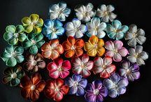 Tsumami Kanzashi by hanatsukuri。つまみ細工 / Handmade tsumami zaiku (also called kanzashi, ornate hair pins) made by me, hanatsukuri. :) つまみ細工を作っています!良かったら見てください。