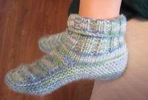 meias e sapatos de tricô