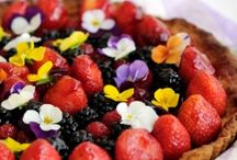 Edible flower ideas for celebrations / Some lovely uses with edible and crystallised flowers