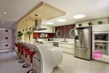 Cozinhas americanas! Veja modelos de bancadas e de banquetas! / Veja + Inspirações e Dicas de decoração no blog!  www.construindominhacasaclean.com