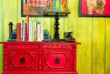 Skrinky, skrine, komody, pohovky, kreslá, stoličky