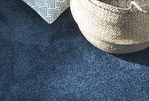 Couleur : bleu / La couleur bleue est apaisante et reste incontournable en décoration. Le bleu séduit par toutes ses nuances qui apportent fraîcheur et bien-être. Pastel, il illumine une pièce ; intense, il attire le regard.
