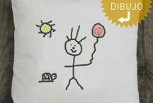 .... COLECCIÓN BY KIDS / Cojines, Láminas o Eco-Monederos PERSONALIZADOS con dibujo BORDADO sobre algodón orgánico de vuestr@s hij@s, sobrin@s, prim@s, en nuestra tienda www.hiloxhilo.com