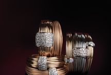 Saturn Collection by K di Kuore / Polished gold wires create delicate and marvellous shapes and give harmony to its volumes.