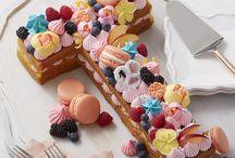 Tendance letter-number cake / La tendance pâtisserie 2018 ! Un gâteau en forme de lettre ou de nombre, pour passer un message peut-être ?  Une chose est sûr, il est gourmand, décoré de fleurs, de fruits, de macarons... bref décorez-le selon votre inspiration,,selon la saison et régalez vous !