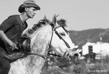 Caramelo / Este tablero contiene fotos de un chico con su caballo con el que hará un viaje desde Nerpio (España) a Bélgica