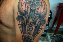 Geometric Tattoos / Geometric tattoo is one of those body adornments that are gaining more and more popularity every single day among men and women tattoo lovers in the world... http://fabulousdesign.net/geometric-tattoos/