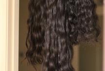 Cheveux Origine Brésil* / Nous collectons nos cheveux vierges brésiliens dans la région nord ouest (Amazonie). La diversité ethnique du brésil explique qu'il y a beaucoup de choix dans la texture des extensions de cheveux brésiliens. Les cheveux brésiliens sont très résistants et durables sur une longue période. La texture des cheveux brésiliens peut être divisée en 2 catégories : Cheveux Lisses / Ondulés (avec un léger mouvement) ou Cheveux Bouclé (Mulatto en brésilien).