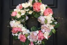 Flowers, Arrangements, and Wreaths / Flowers are a beautiful way to add nature and color to any home decor. These are tips and tutorials on how to make any floral arrangement or wreath look stunning.