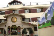 Doğa Okulları Üsküdar Kampüsü / Doğa Okullar'nın çok yönlü eğitim anlayışını İstanbul`un kalbine taşıyan Üsküdar Doğa 2005 - 2006 eğitim ve öğretim yılından beri, geniş aktivite olanakları ve özgün sınav hazırlık sistemi ile öğrencilerimizle buluşuyor. İstanbul Amerikan Koleji`ni bünyemize katarak, Doğa Ailemiz'e eklediğimiz 13024 metrekarelik alanıyla Üsküdar Doğa, havuzdan sinemaya kadar geniş bir yelpazede uzanan aktivite olanaklarına sahip.