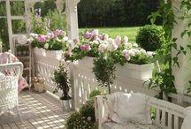Landhaus-Veranda in Weiß