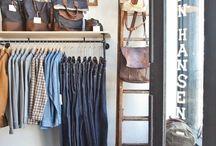 Beautiful Handbag Displays / These boards really showcase the beautiful handbags!